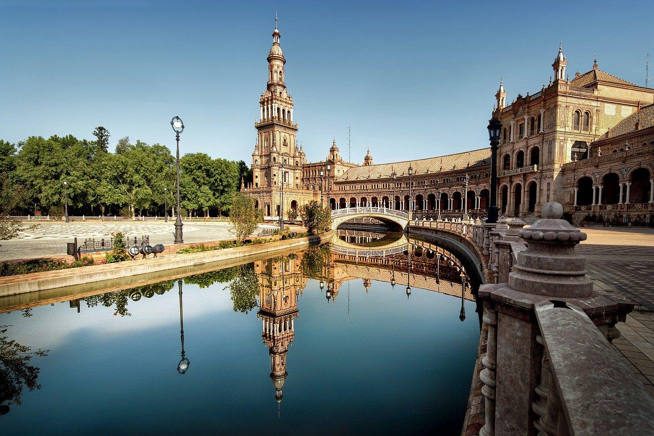 El Ayuntamiento de Sevilla se alía con diez empresas para impulsar el turismo inteligente